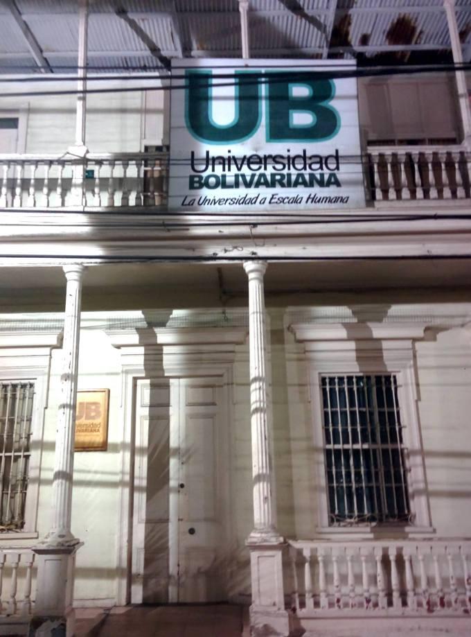 Universidade na calle Baquedano