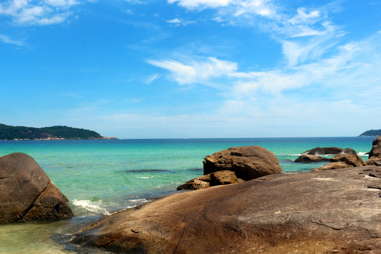Vista das Pedras, na Praia Lopes Mendes