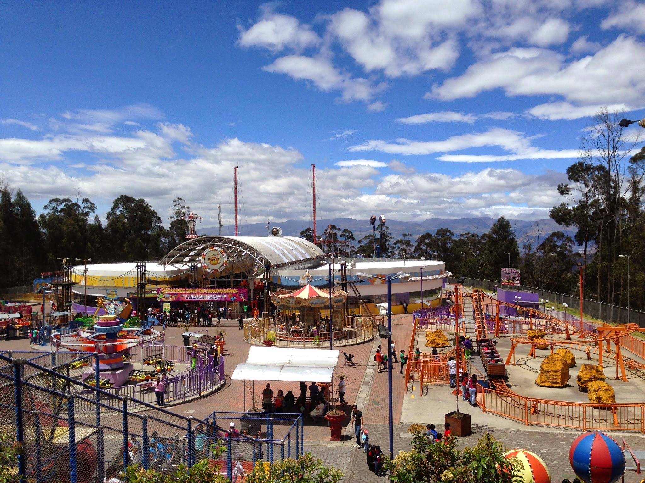 Existe um parque de diversões no alto de Quito