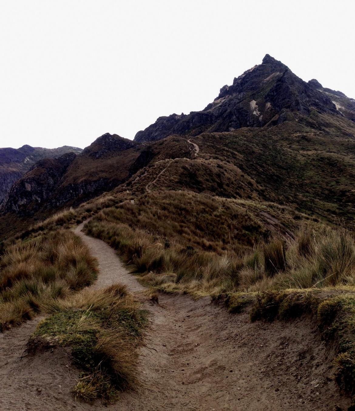 Começo da trilha com vista para Rucu Pichincha