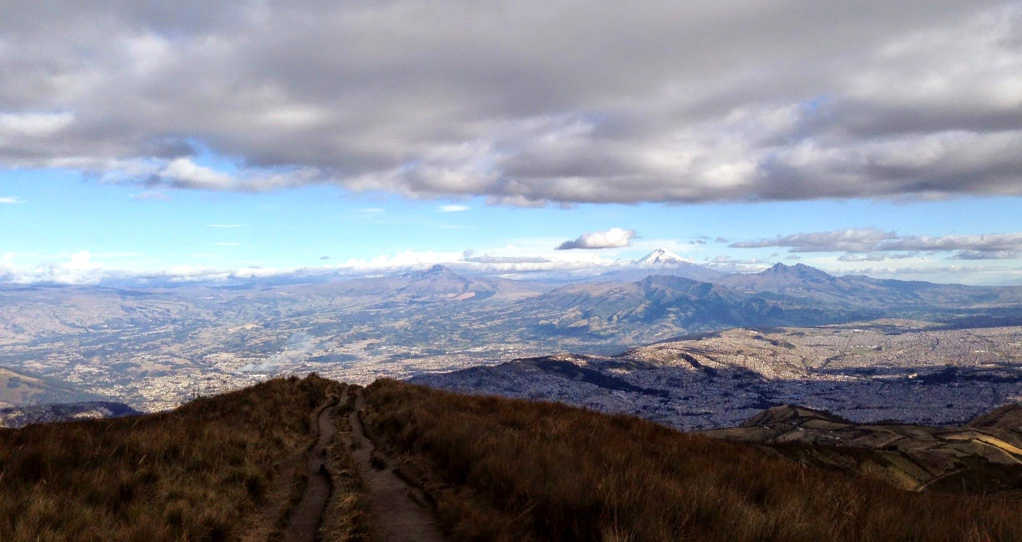 Vista do alto da trilha para o Vulcão Pichincha