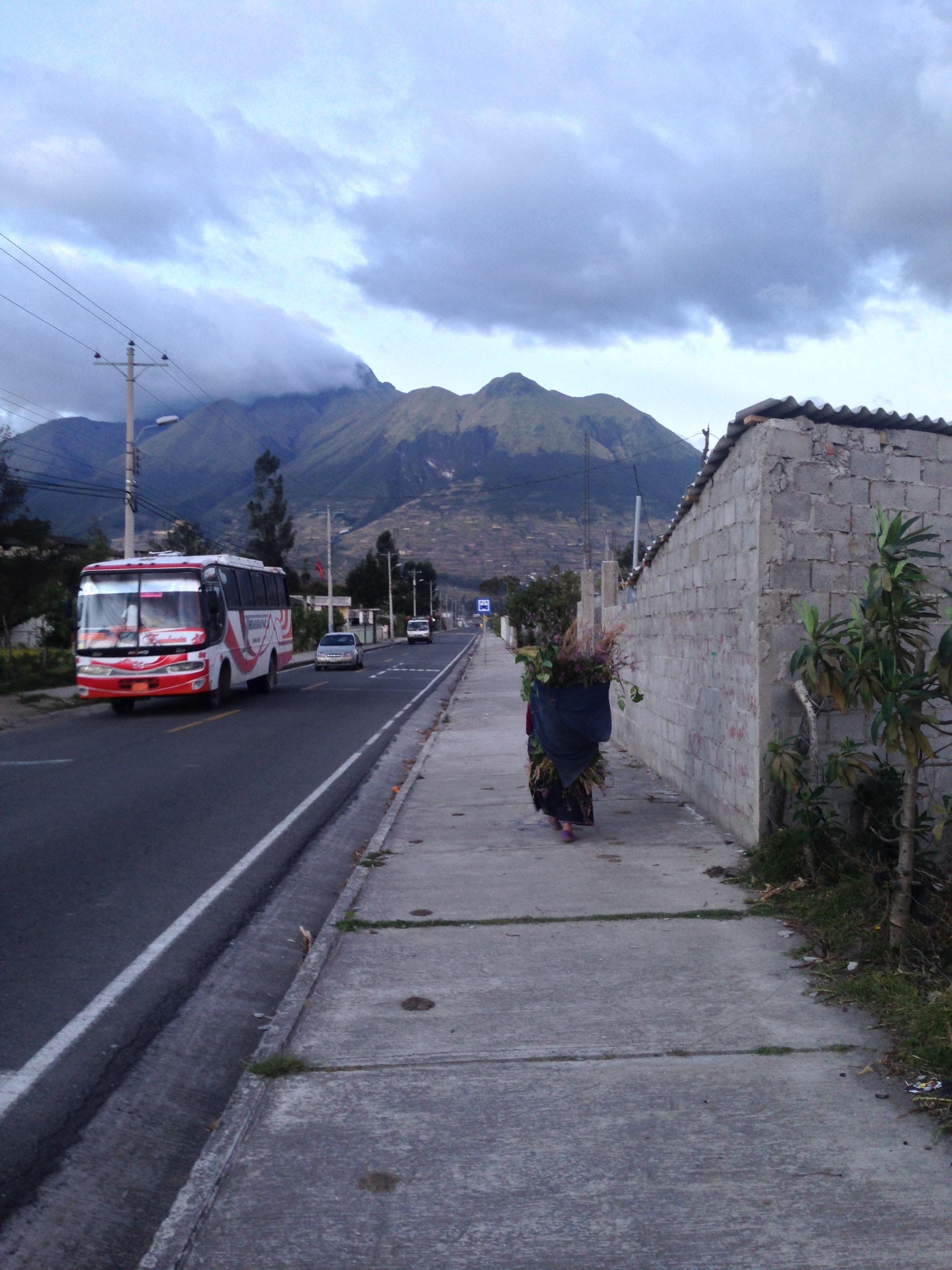 Caminhando para Laguna San Pablo