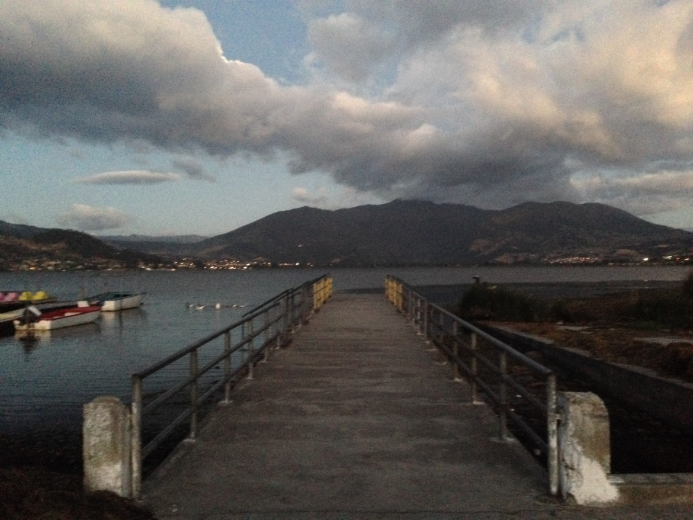 De frente para Laguna San Pablo